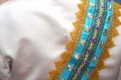 Indonesian traditional wedding dress — Stock Photo