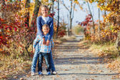 Cute kids in autumn park — Stock Photo