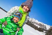 Happy kids playing winter — Stock Photo