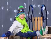 冬のファッション。愛らしい幸せな少年の肖像画. — ストック写真