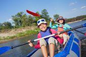Girl with mother kayaking — Foto de Stock
