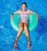 Girl swims in a pool — Stock Photo