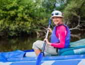 Girl kayaking — Stock Photo