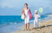 Kids walking at the beach — Stock Photo