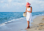 Girl walking at the beach. — Stock Photo
