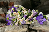 Purple and white bridal bouquet — Stock Photo