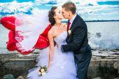 beautiful bride with groom on seashore — Stock Photo