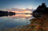 осенний закат над озером дикая — Стоковое фото