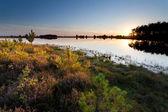Осенний закат над озером — Стоковое фото