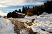 Wooden alpine hut in sunset light — Stockfoto