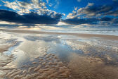 Sunshine over North sea beach at low tide — ストック写真