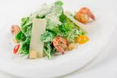 Caesar salad with shrimps, tomato, cheese and crumbs — Stock Photo
