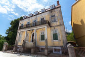 Dilapidated building in old city of Cetinje after war, Montenegr — Stockfoto