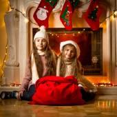 Две девушки сидящие у камина фото фото 618-544