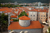 City of Budva with red tiled roofs and big orthodox church — Stock Photo