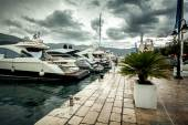 View of moored luxurious yachts at cloudy and rainy day — Stock Photo