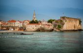 View of ancient seaside town with high stone walls — Stock fotografie