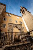 Stone gates and high tower on street of Budva, Montenegro — Stock Photo
