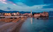 Night landscape of seaside ancient town — Stock Photo