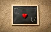 "Photo of ""I love you"" written on chalkboard against linen cloth — Stock Photo"