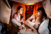 Elder sister telling scary story to younger one at late night — Stock Photo