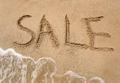 Conceptual photo of summer sale written on sandy beach — Stock Photo