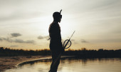 Male diver with speargun ready for underwater fishing — Stock Photo