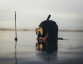 Spear fisherman submerged in water with speargun — Stock Photo