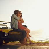 Romantic young couple on road trip — Stock Photo