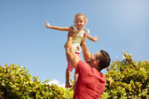 Father and daughter playing outdoors — Stock Photo