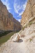 Trail into a Desert Canyon — Stock Photo