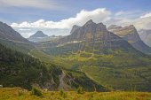 Looking to a Mountain Pass From an Alpine trail — Stock Photo
