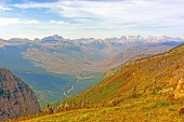 Looking Across a Mountain Valley on a Fall Day — Fotografia Stock