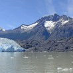 Alpine Glacier and its Surrounding Mountains — Stock Photo #76505357