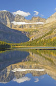 Early Morning Fall Reflections on a Mountain Lake — Stock Photo