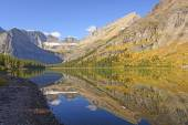 Fall Reflections on an Alpine Lake — Stock Photo