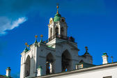 Yaroslavl. Image of ancient Russian city, view from the top. Beautiful house and chapel. — Stock Photo