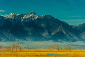 Beautiful spring landscape of the Western Sayan mountains — Foto de Stock