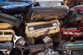 Pozadí abstraktní s barevnými dump skládaný aut v smetiště — Stock fotografie