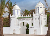 Ancient white gate to the park in Tangier, Morocco — Stock Photo