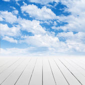 White wooden floor with perspective and cloudy sky — Stockfoto