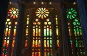 BARCELONA, SPAIN - AUGUST 27, 2014: Stained glass windows of La Sagrada Familia - the impressive cathedral designed by Antonio Gaudi — Stock Photo
