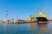 Loading of Industrial cargo ship in Burgas port — Foto de Stock