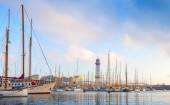 Sailing ships and yachts moored in Port of Barcelona, Spain — Stockfoto