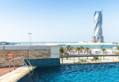 Swimming pool and United Tower under construction — Stock Photo