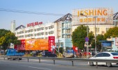 Ordinary morning street view in modern part of Shanghai city — Stock Photo