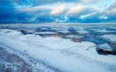 Winter coastal landscape with floating ice — Stock Photo