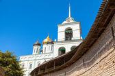 Catedral de la Trinidad ubicada desde 1589 en Kremlin de Pskov — Foto de Stock