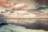 Winter-Küstenlandschaft mit schwimmenden Eis. Golf von Finnland — Stockfoto