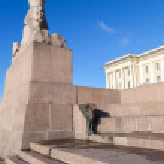 Granite sphinx. Old monument on blue sky — Stock Photo #67002613